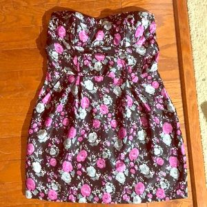 Floral strapless dress with pockets!!!